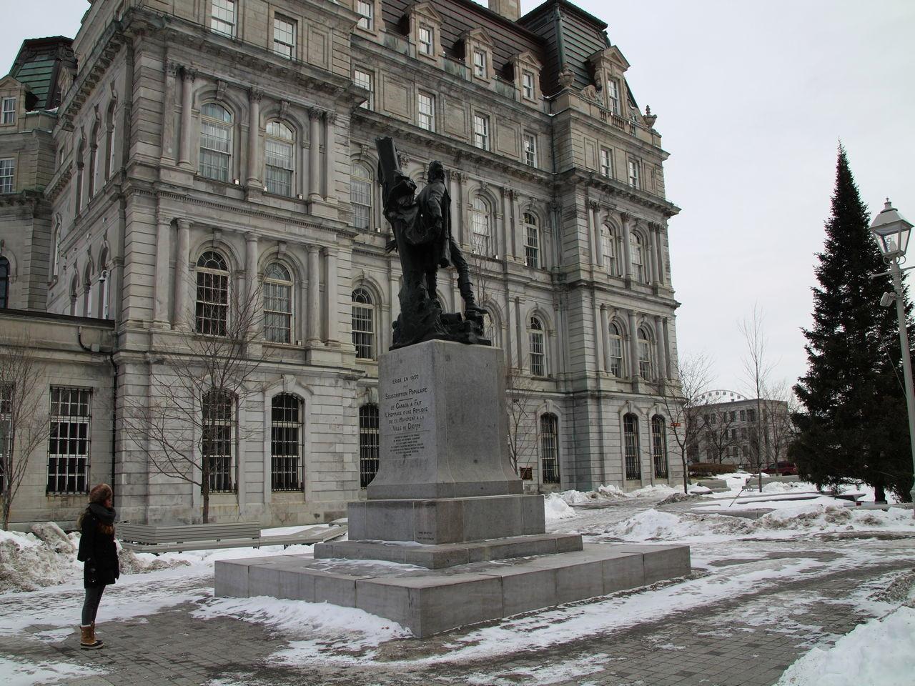 Qué ver en Montreal: Vieux Montreal y la Plaza Vauquelin.