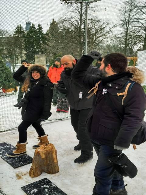 Tiro con hacha en el Carnaval de Invierno de Quebec. ¡Tres fallos de tres!