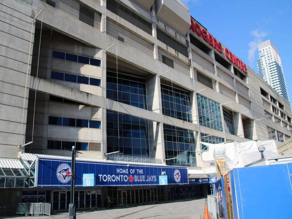 Rogers Centre es el estadio de béisbol donde juegan los Toronto Blue Jays.