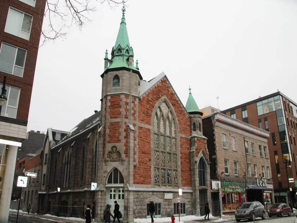 Église Unie Saint-Jean en la calle Sainte-Catherine.