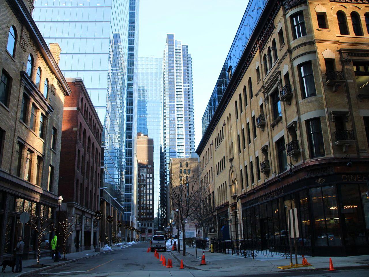 La calle Yonge Street, muy próxima a Queen Street, donde el arte urbano es el protagonista.