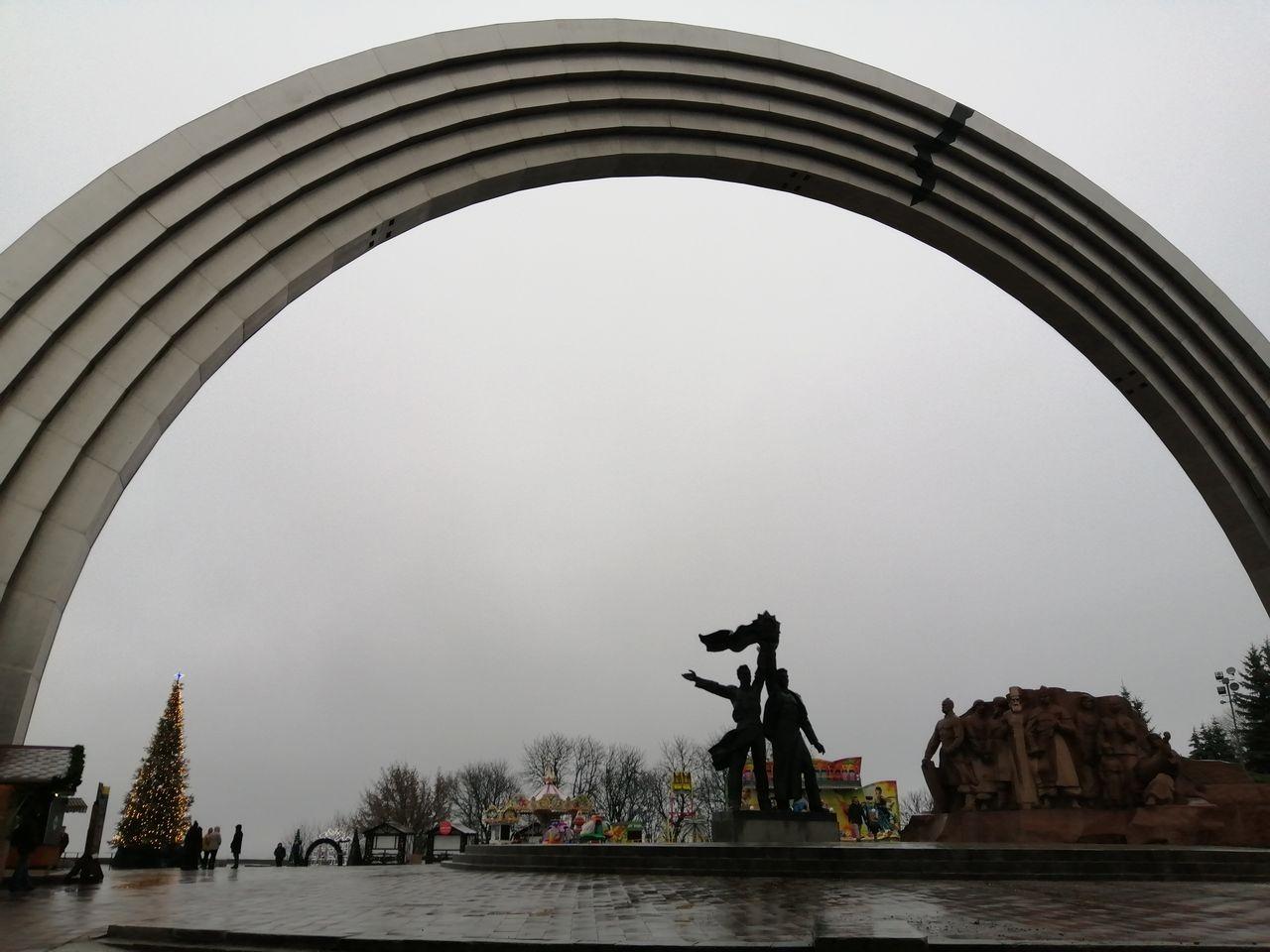 Arco de la Amistad de las Naciones, símbolo de la hermandad entre Ucrania y Rusia.