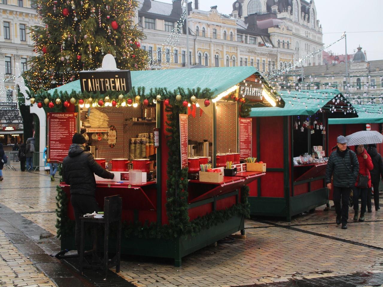 A finales de diciembre las calles de Kiev se llenan de mercados navideños al aire libre.