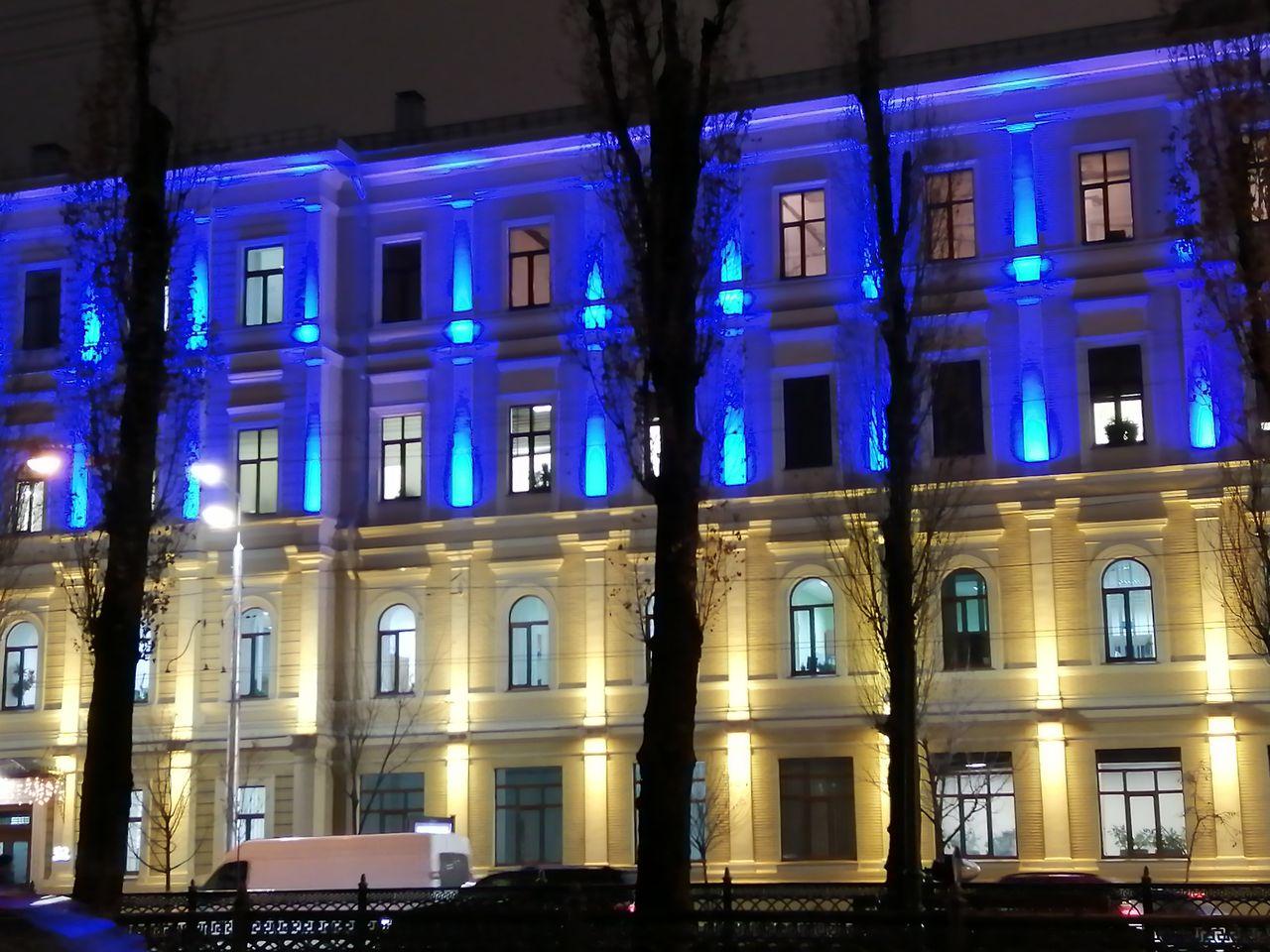 En tu viaje por Kiev en 3 ó 4 días no puede faltar un paseo nocturno para ver los edificios iluminados.