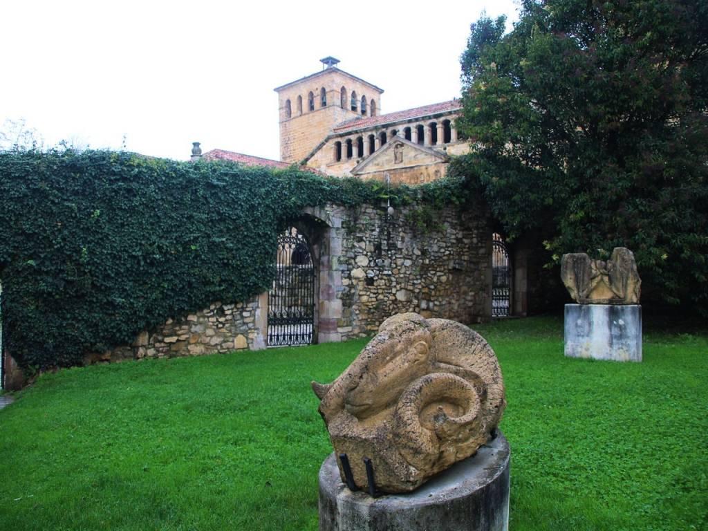 Museo de Jesús Otero en Santillana del Mar con más de medio centenar de esculturas.