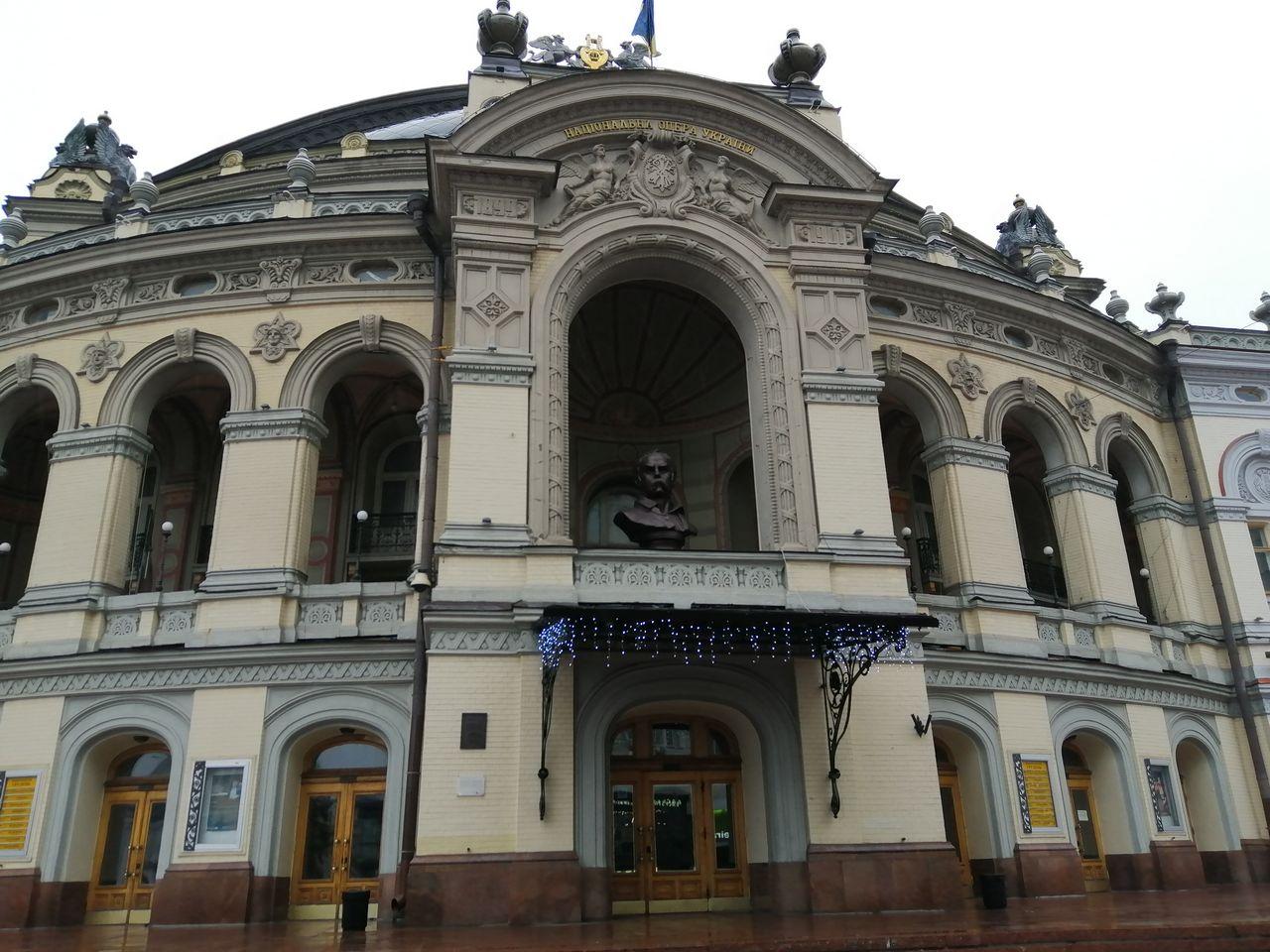 No te enseño el interior de la Ópera Nacional para no hacer spoiler, mejor que lo veas tú mismo.