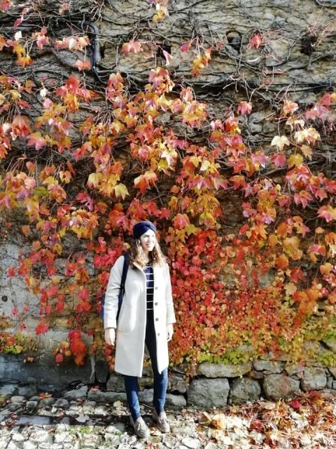 Santillana del Mar en otoño tiene estos preciosos tonos rojizos.