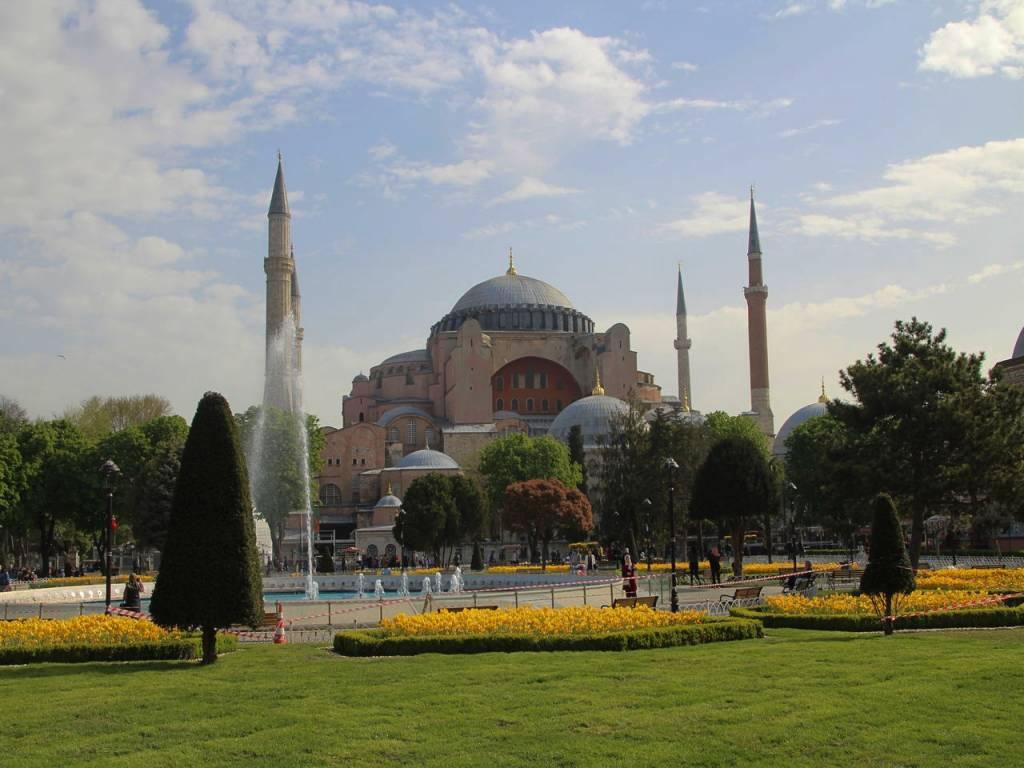 La Basílica de Santa Sofía es uno de los edificios más imponentes de Estambul.