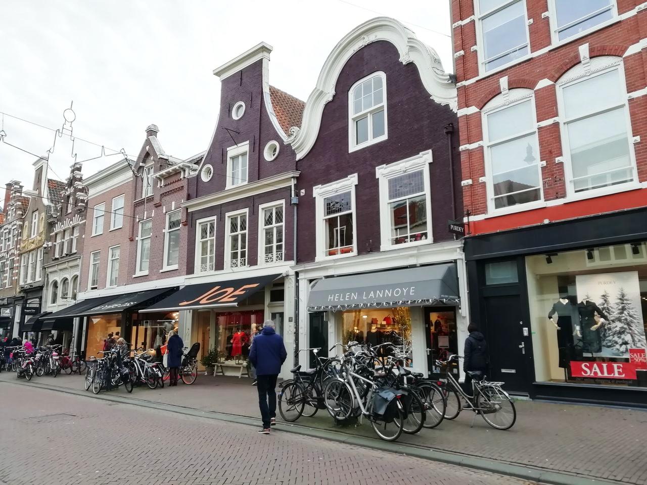 Qué ver en Haarlem en 1 día: fachadas típicas.