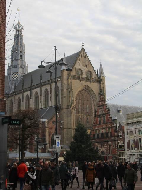 El edificio religioso más imponente de Haarlem es la Iglesia de San Bavón, Grote Kerk o St. Bavokerk.