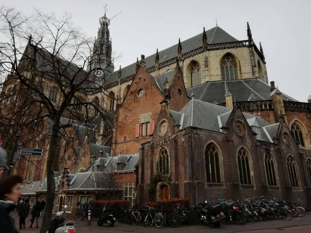 En tu recorrido por Haarlem en un día no olvides incluir la Grote Kerk.