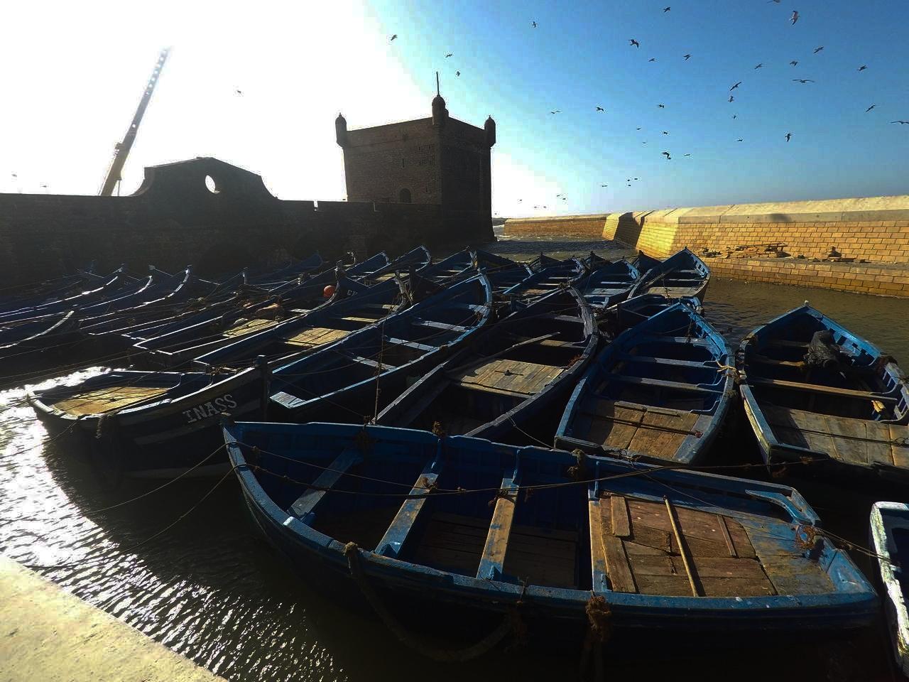 Barcas azules en Essaouira, la perla del Atlántico.