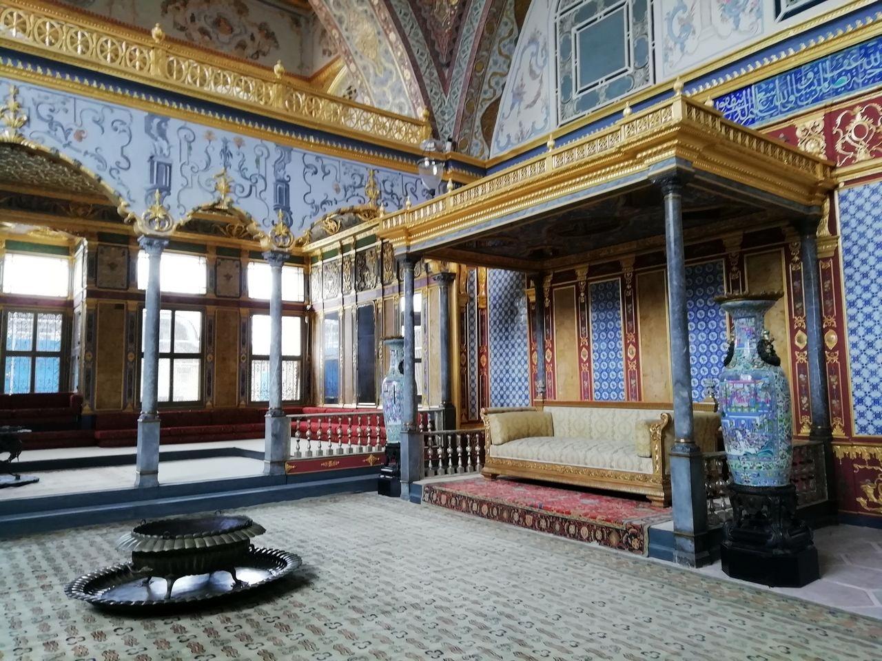 Merece mucho la pena visitar el interior del Palacio de Topkapi y el harén en Estambul.