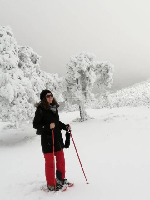 La excursión con raquetas de nieve en Madrid es una actividad muy divertida y saludable.