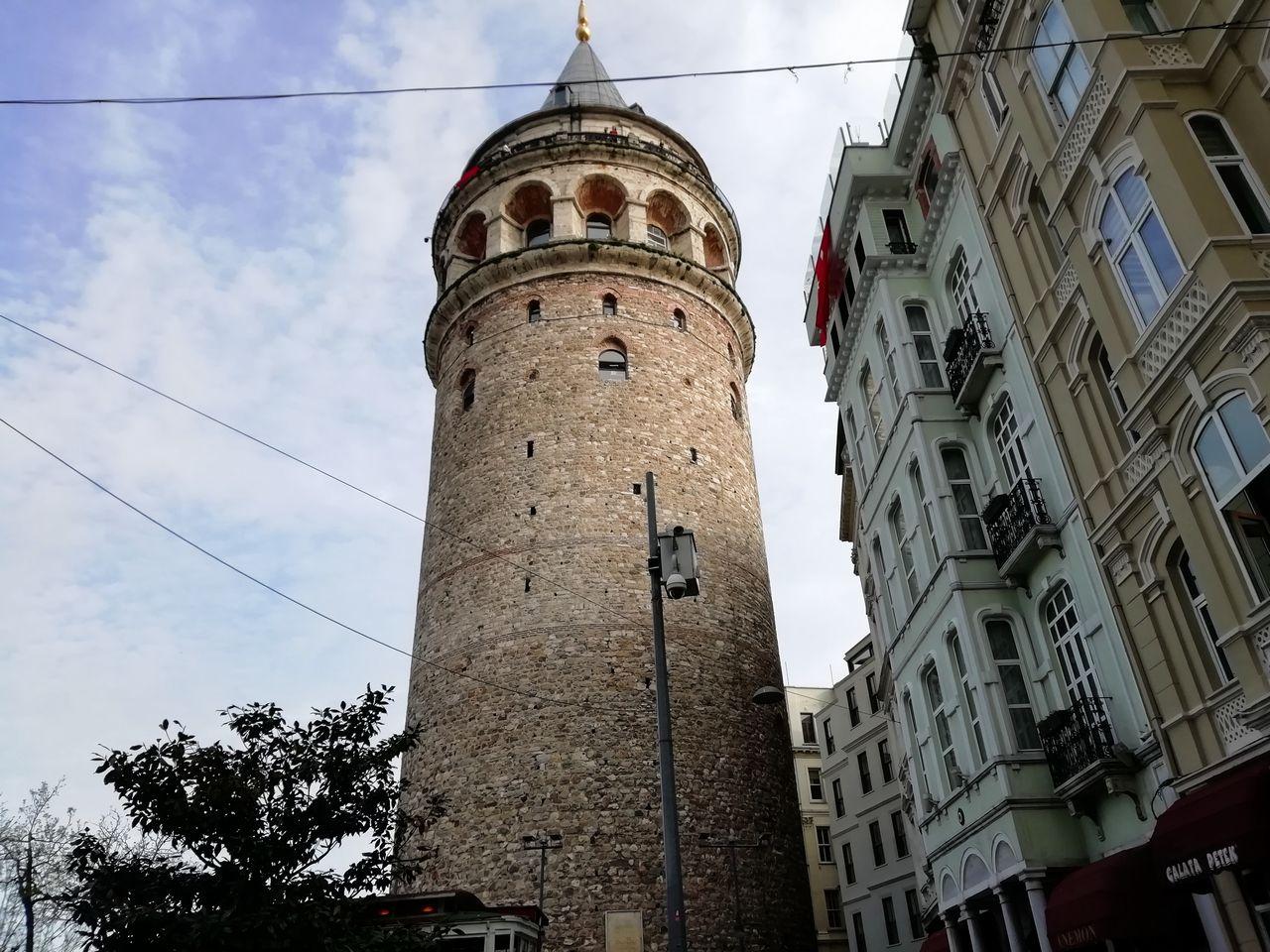 Subir a la Torre Gálata es un plan perfecto para disfrutar de unas de las mejores vistas panorámicas de la ciudad.