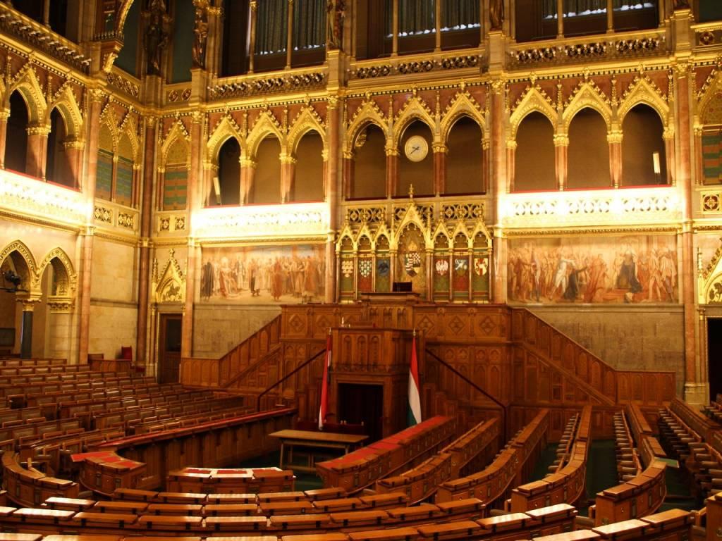 Cuánto cuesta un viaje a Budapest: interior del Parlamento.