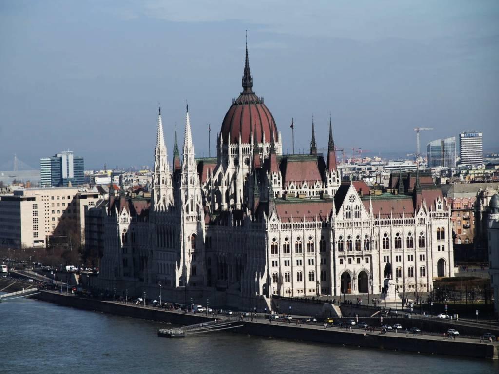Vistas del Parlamento desde el Castillo de Budapest.