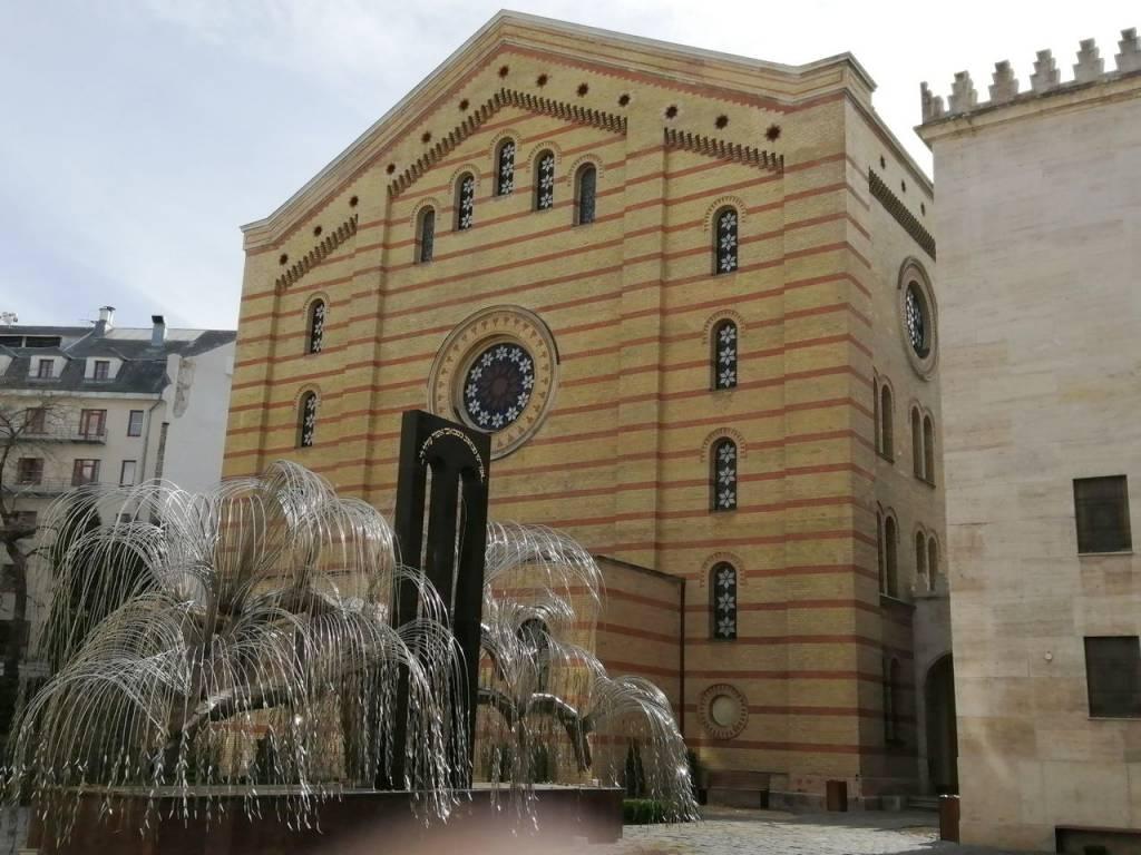 Imprescindibles en Budapest: el Árbol de la Vida en la Gran Sinagoga.