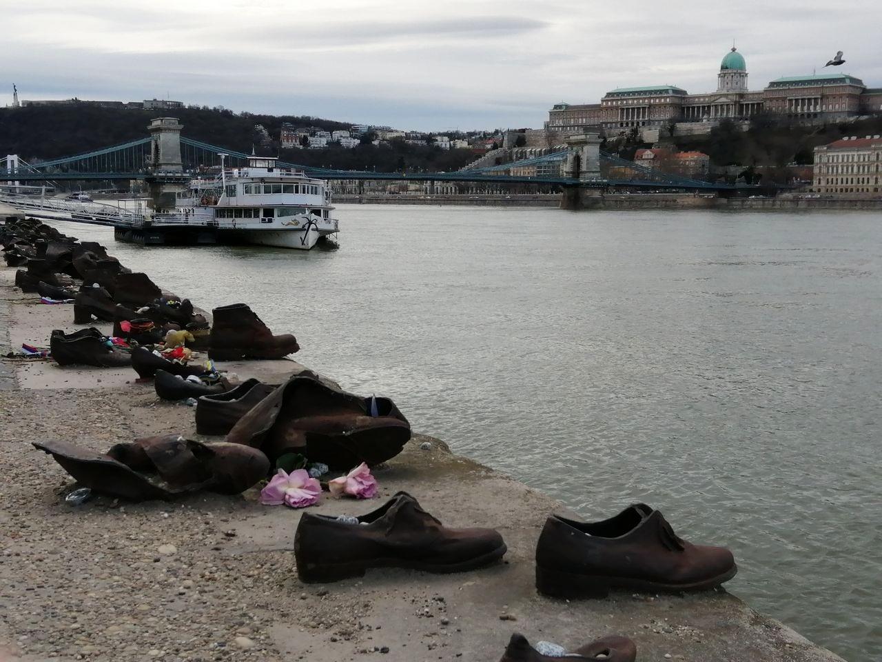 Qué ver en Budapest: Monumento de los Zapatos.