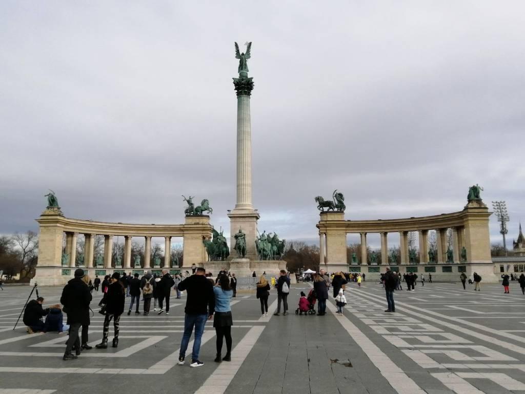 La Plaza de los Héroes se encuentra en un extremo de la Avenida Andrassy.