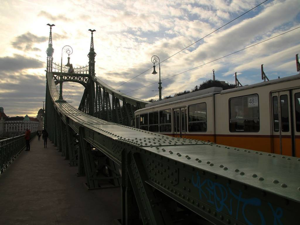 Ir del aeropuerto de Budapest al centro en transporte público es posible.