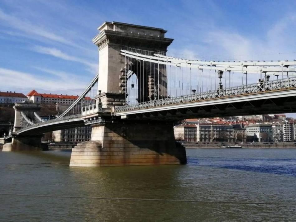 El Puente de las Cadenas es uno de los sitios más emblemáticos de Budapest.