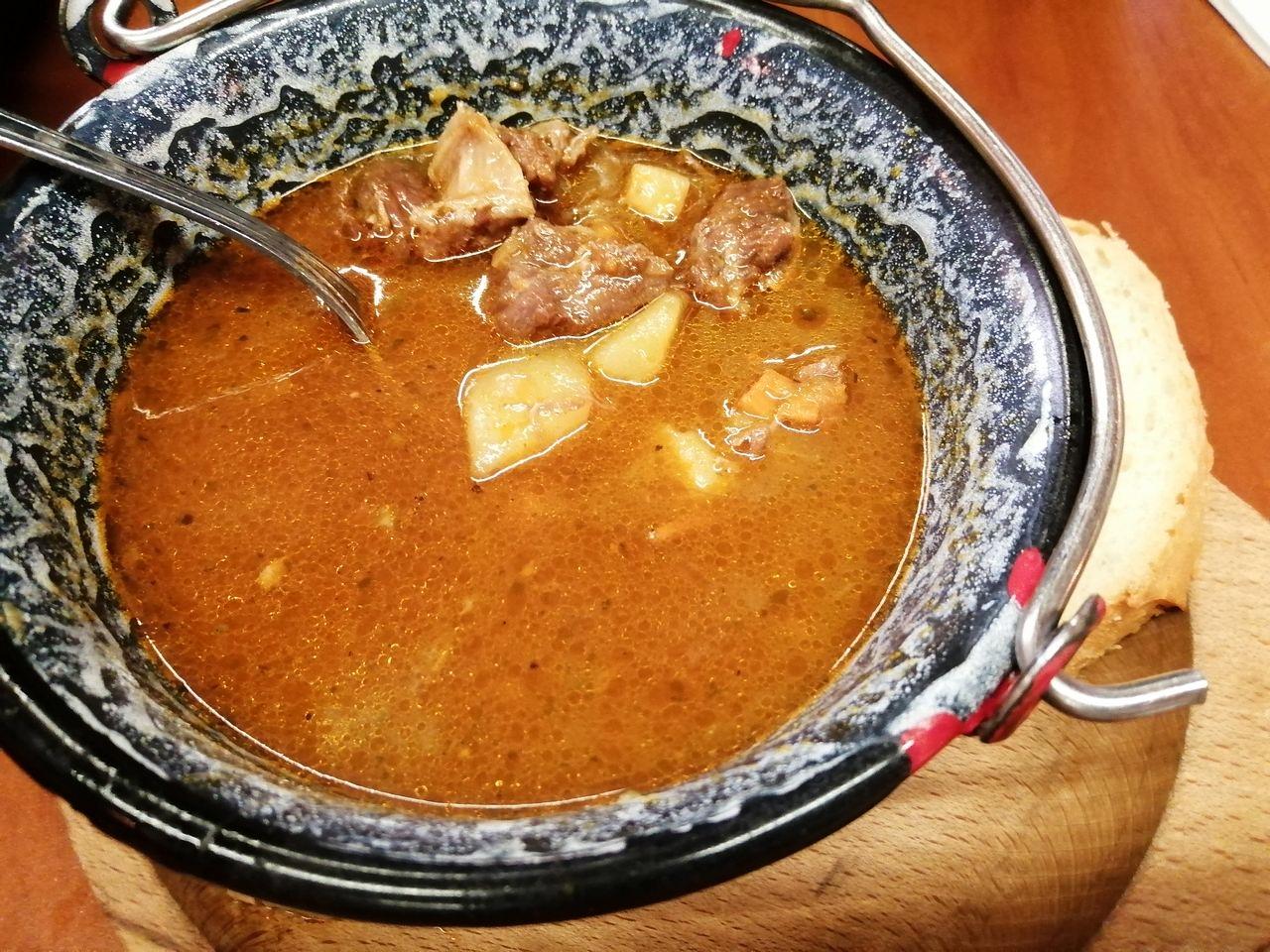 Comida típica de Budapest: receta de la sopa de goulash auténtica.