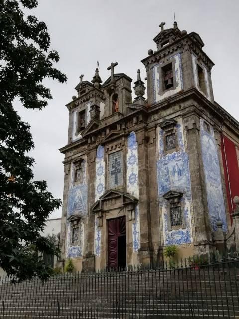 La Iglesia de San Ildefonso es uno de mis templos preferidos que ver en Oporto en 3 días.