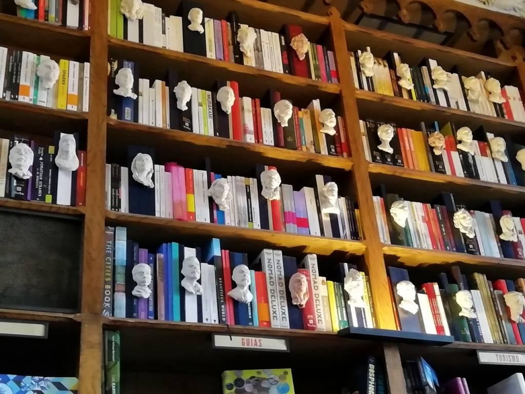 La Librería Lello, aunque está masificada, es una de las más bellas del mundo.