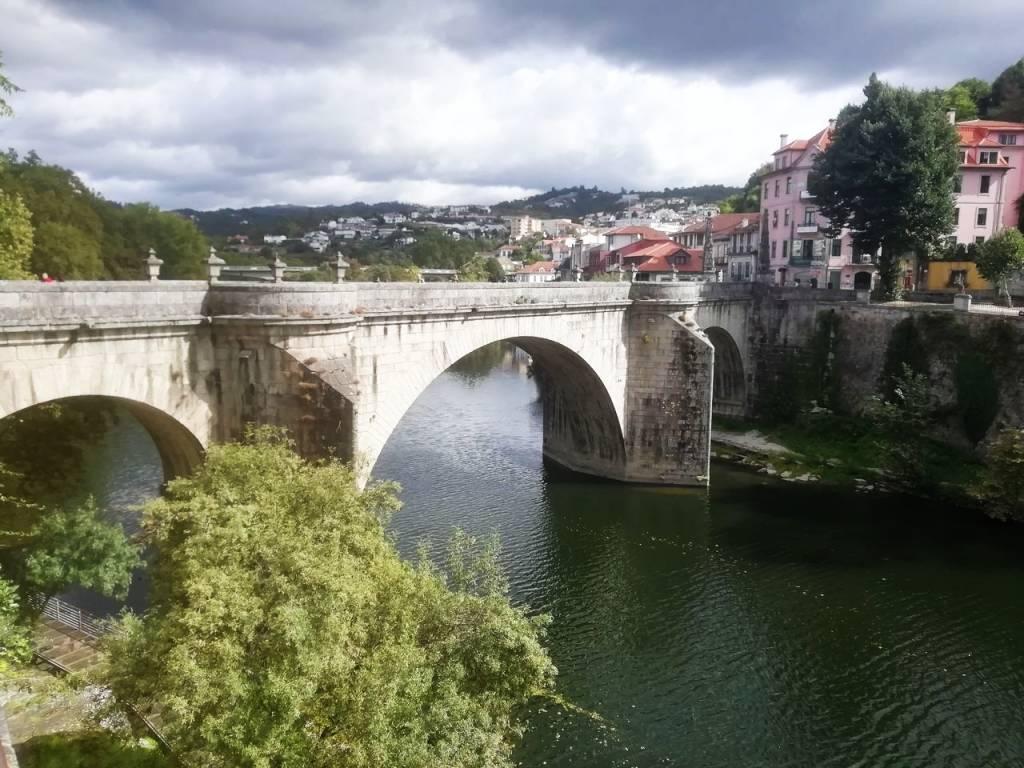 El puente de San Gonzalo en Amarante es uno de los sitios que ver en Oporto en 3 días y alrededores.