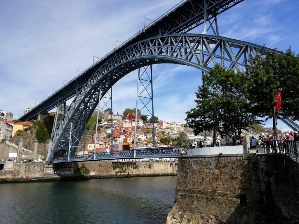 El Puente de Don Luis I es uno de los iconos más representativos de Oporto.