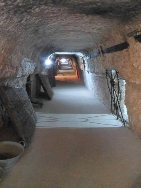 Si te encanta explorar, no te pierdas las cuevas de Alcalá del Júcar.
