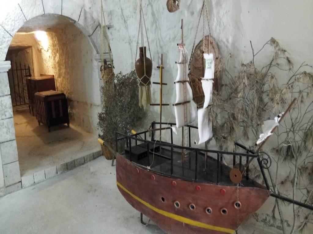 Uno de los sitios que ver en Alcalá del Júcar son las Cuevas del Diablo y las Cuevas de Garadén.