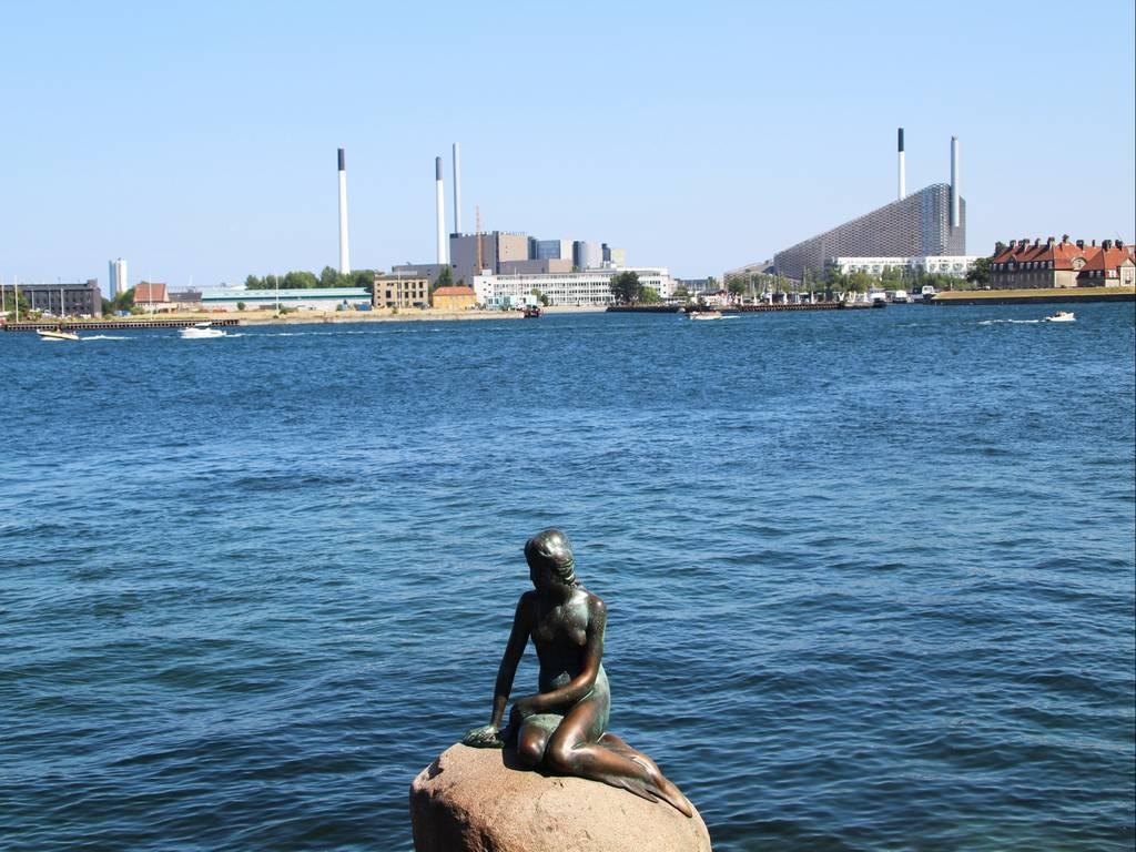 ¿Quieres saber dónde está la Sirenita de Copenhague? Hay muy buenas conexiones para llegar.