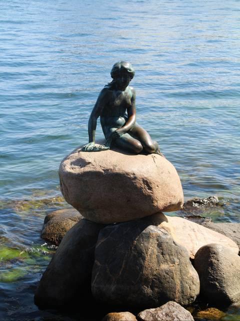 Carl Jacobsen la mandó construir en honor al famoso cuento de Hans Christian Andersen.