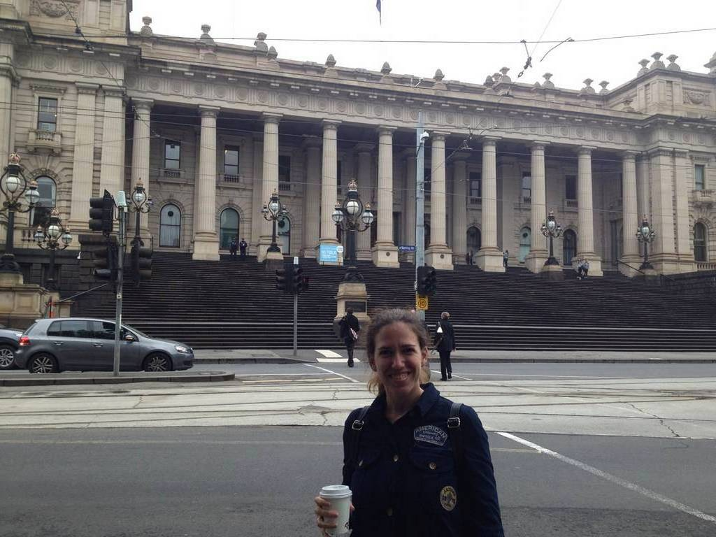Esta foto resume muy bien mis dos grandes aficiones: viajar y el café.