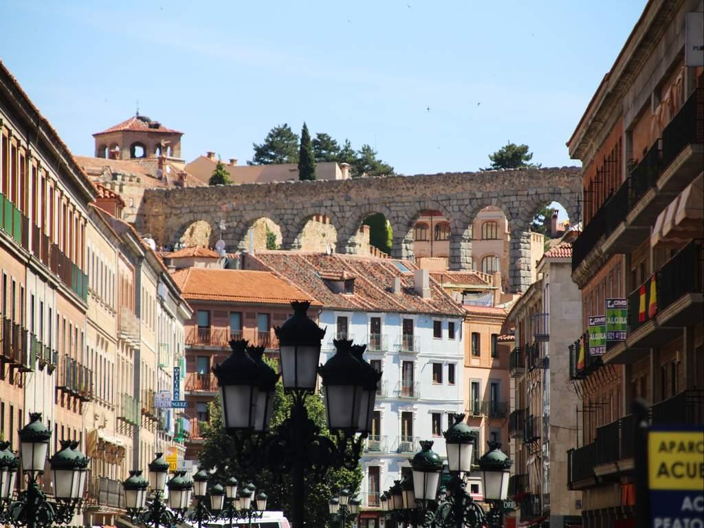 ¿Quieres saber qué ver en Segovia en un día? No te pierdas mi guía para exprimir tu escapada al máximo.