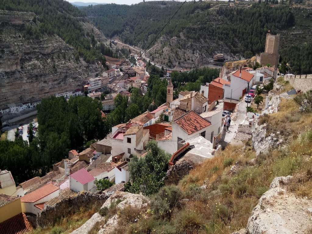 No te pierdas mi artículo completo sobre qué ver en Alcalá del Júcar en un día.