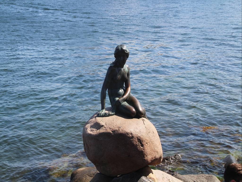 La Sirenita de Copenhague es el icono más representativo de la capital danesa.
