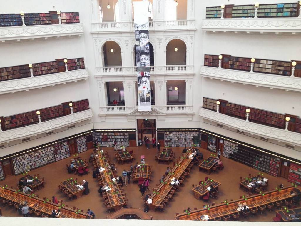 La sala octogonal de la State Library of Victoria es un imprescindible que ver en Melbourne en 2 días.