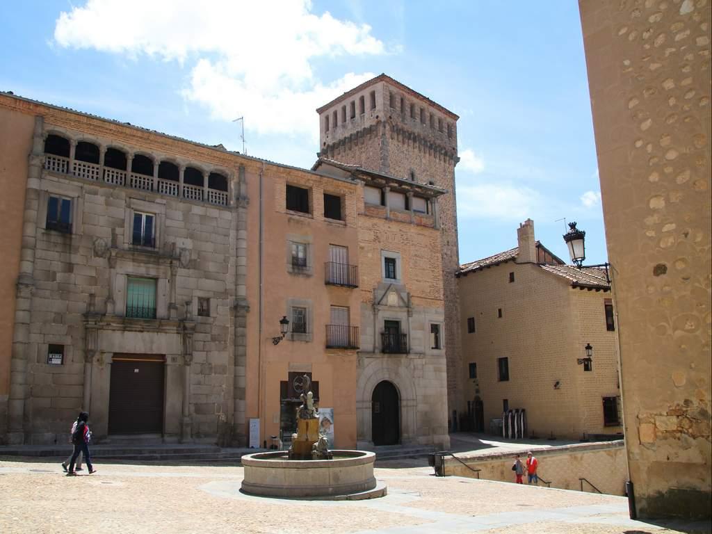 Otro edificio que ver en Segovia en un día es el Torreón de Lozoya.