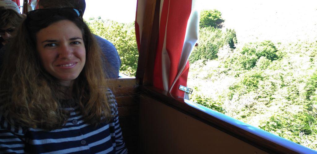 Interior del vagón del tren de Larrún o La Rhune en francés.