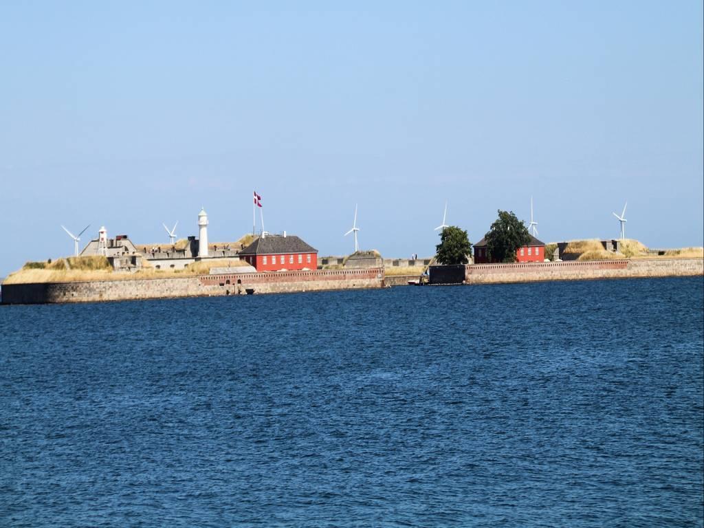 Estas son las vistas que hay enfrente de la escultura más famosa de Copenhague.
