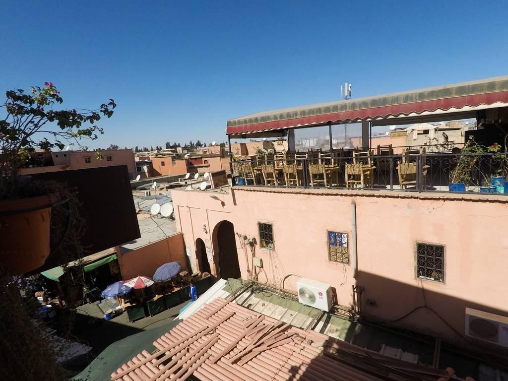 En tu viaje por Marrakech en 3 días no puede faltar comer en algún restaurante local con vistas.