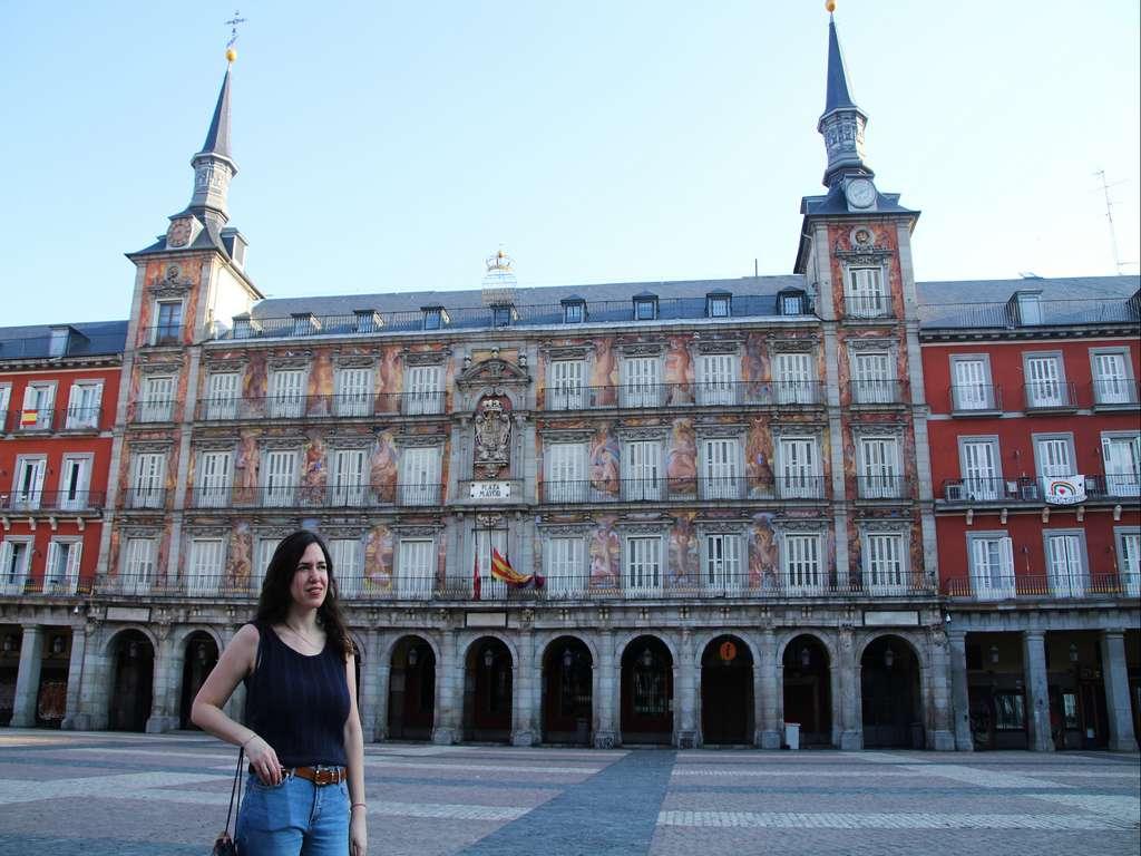 En tu ruta por el Madrid de los Austrias fíjate en la fachada de la Casa de la Panadería de la Plaza Mayor.