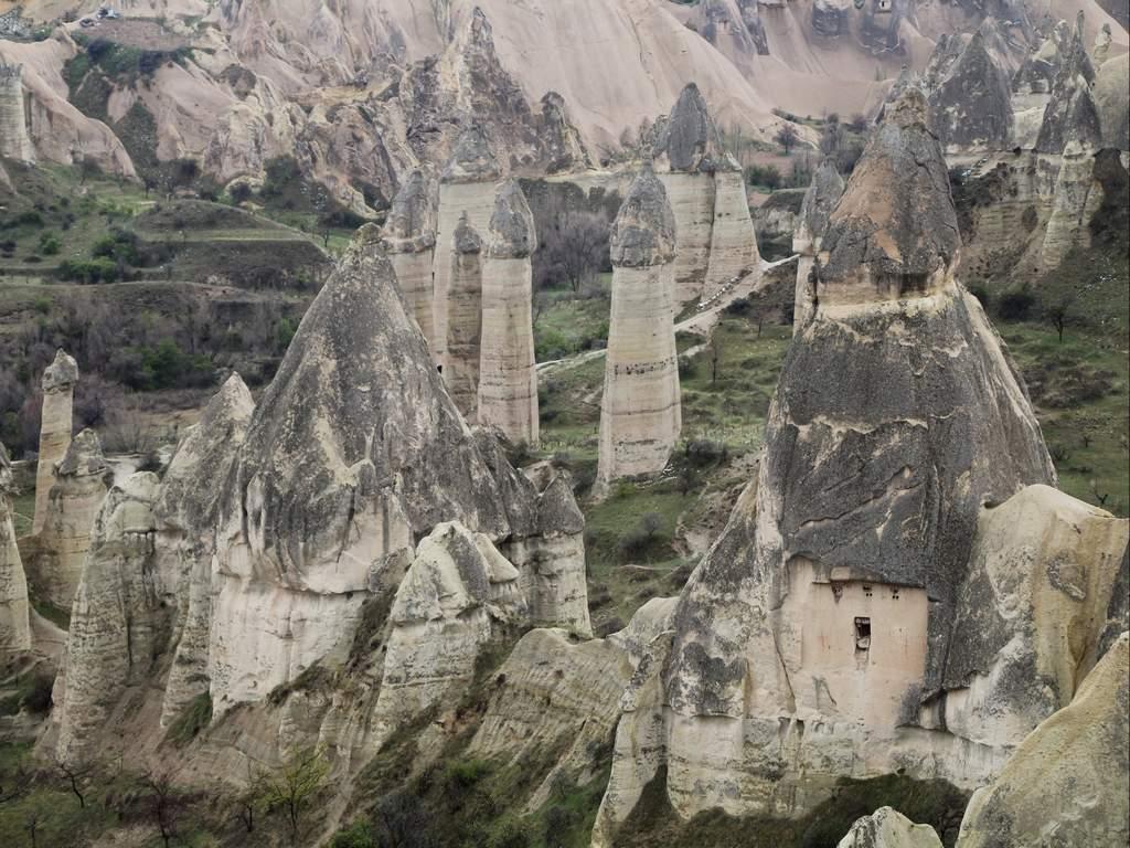 Otro de los imprescindibles en el itinerario por Turquía en una semana son las chimeneas de hadas.