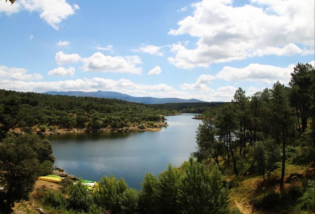 Puedes llegar a Buitrago de Lozoya desde Madrid en coche o en autobús.