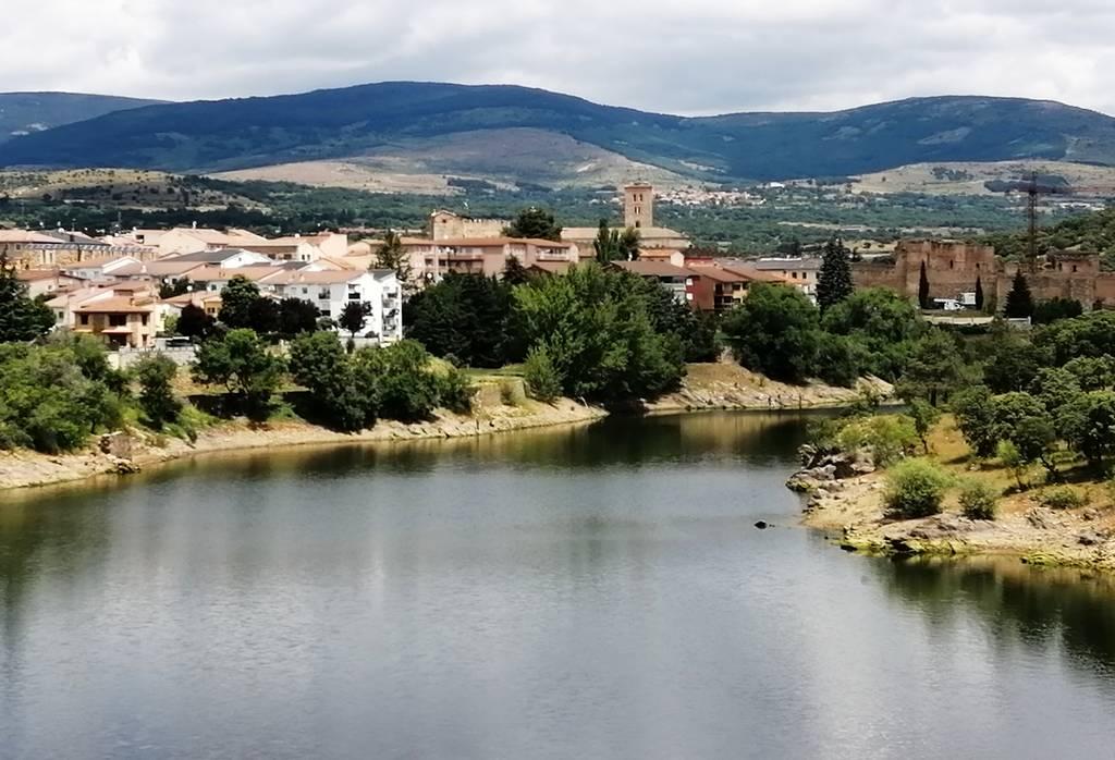 Llegar a Buitrago de Lozoya para disfrutar de estas vistas no tiene precio.