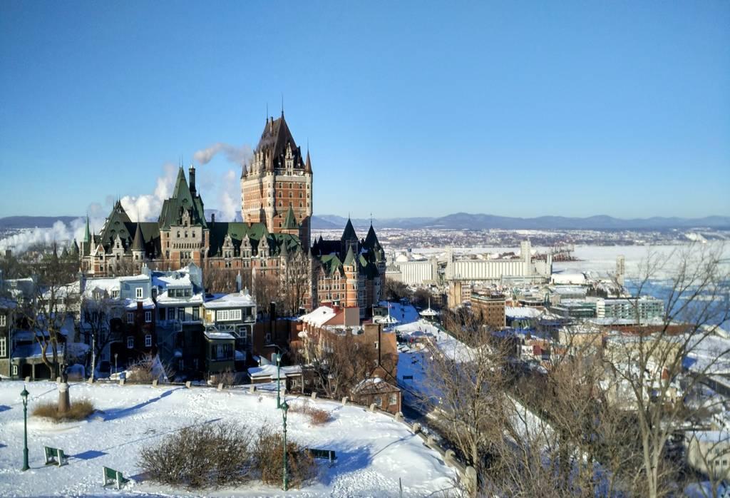 En el hostal de Quebec conocimos mucha gente en las zonas comunes.