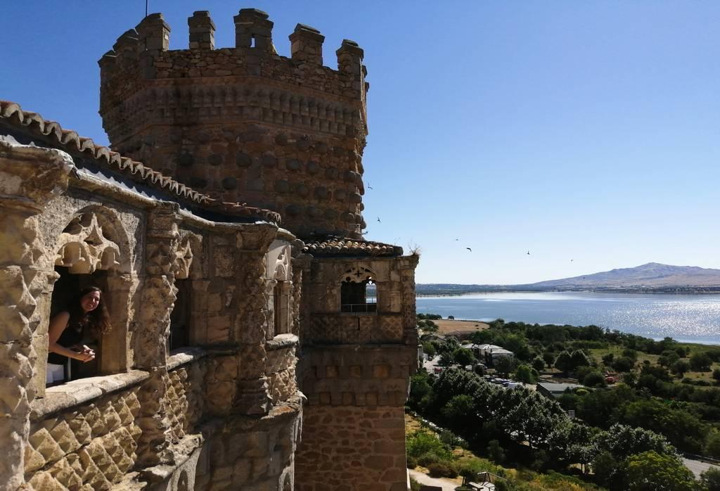 Tienes que ver en Manzanares El Real el Embalse de Santillana desde el castillo.